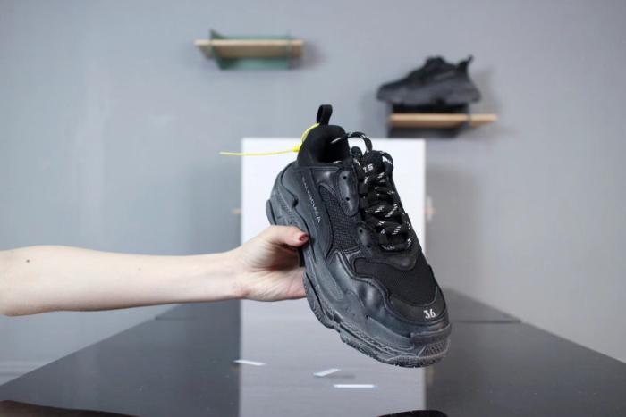 Top 9 thương hiệu giày thể thao nam được ưa chuộng tại Việt Nam