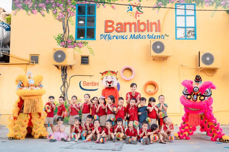 Cô trò trường mầm non Quốc tế Bambini Montessori Preschool Hải Dương