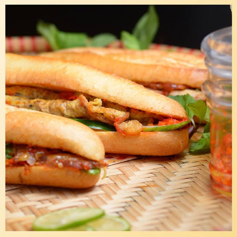 Bami Bread gồm có nhiều loại bánh mỳ khác nhau kết hợp với nước sốt Hội An gia truyền