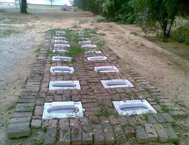 Bạn có tin đây là hình ảnh nhà vệ sinh công cộng ở Ấn Độ không?