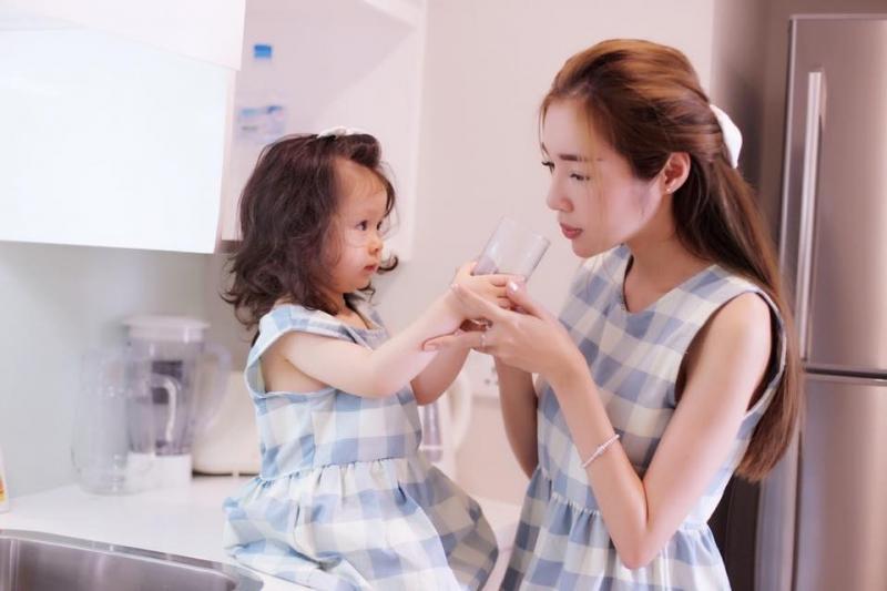 Sinh con muộn giúp bạn trẻ hơn với tuổi (Nguồn: Eva)