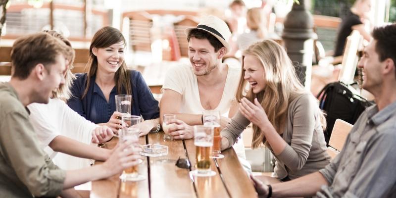 Bạn hãy cân bằng hôn nhân và các mối quan hệ trong xã hội