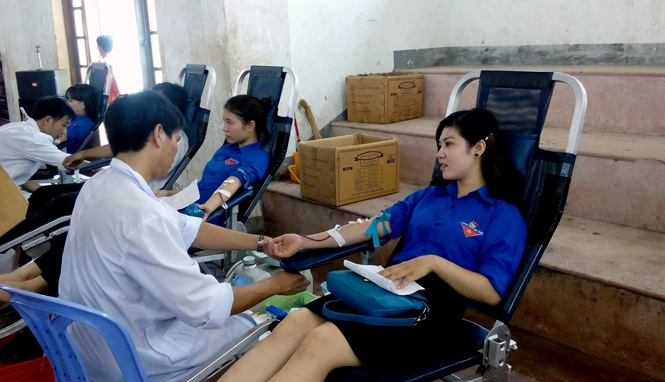 Tham gia các chương trình hiến máu nhân đạo