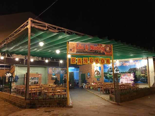 Bangkok quán nhìn từ bên ngoài vào