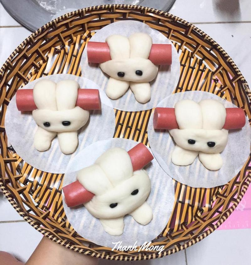 Bánh bao thỏ cuộn xúc xích