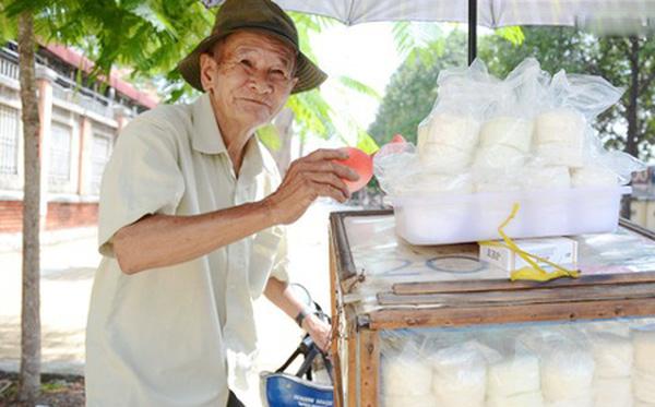 Xe bán bánh bò ông Đạo gắn liền với tuổi thơ nhiều người Sài Gòn