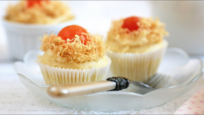 Bánh bông lan trứng muối kiểu cupcake