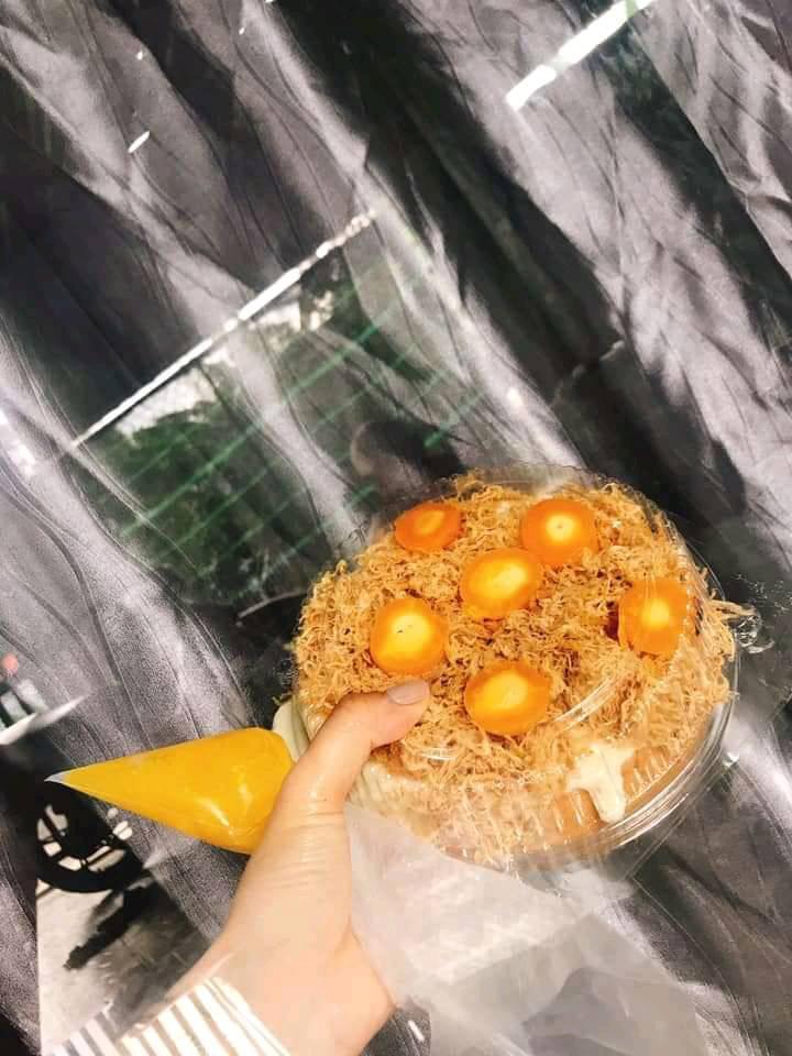 Bánh bông lan trứng muối Huỳnh Hoa