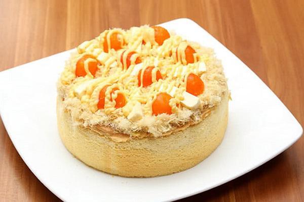 Bánh bông lan trứng muối sốt kem