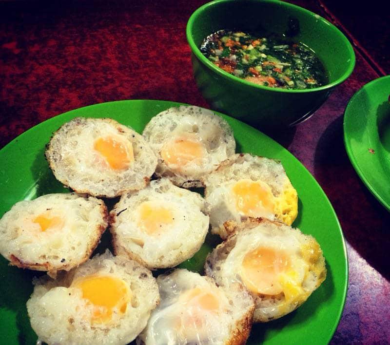 Hương vị bánh căn cùng thái độ phục vụ tại địa chỉ Tăng Bạt Hồ này