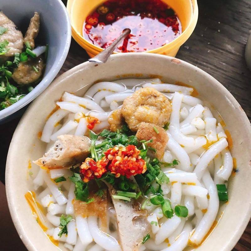 Bánh canh cứu đói đêm khuya tại Nha Trang