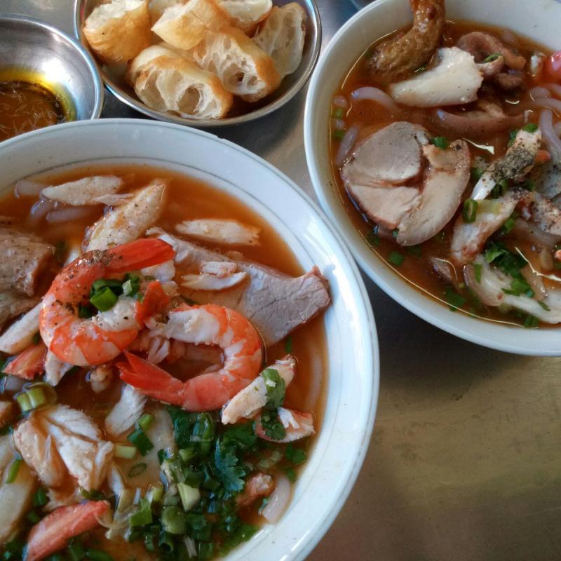 Bánh canh cua Hoàng Lan là một trong số những quán bán bánh canh đặc biệt thơm ngon tại Sài Gòn