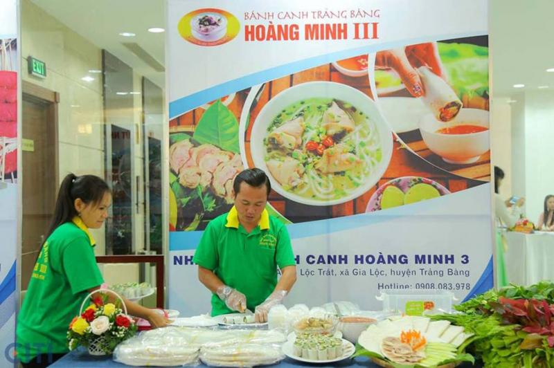 Nhân viên Bánh canh Hoàng Minh III chuẩn bị món ăn kỹ càng, an toàn