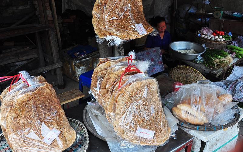 Bánh đa Kế được bày bán khắp huyện Lục Ngạn