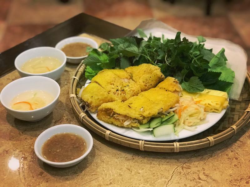 Bánh khoái Quảng Bình với nước chấm