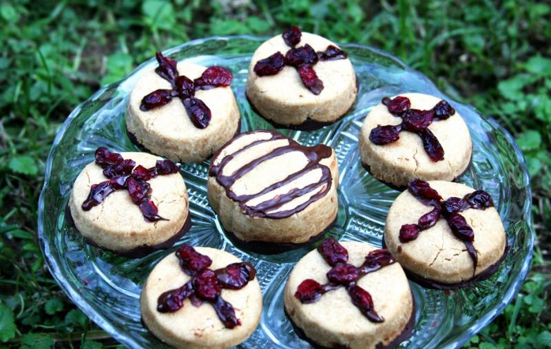 Bánh linh hồn là một dạng bánh quy quế có thêm nho khô xếp thành hình chữ thập
