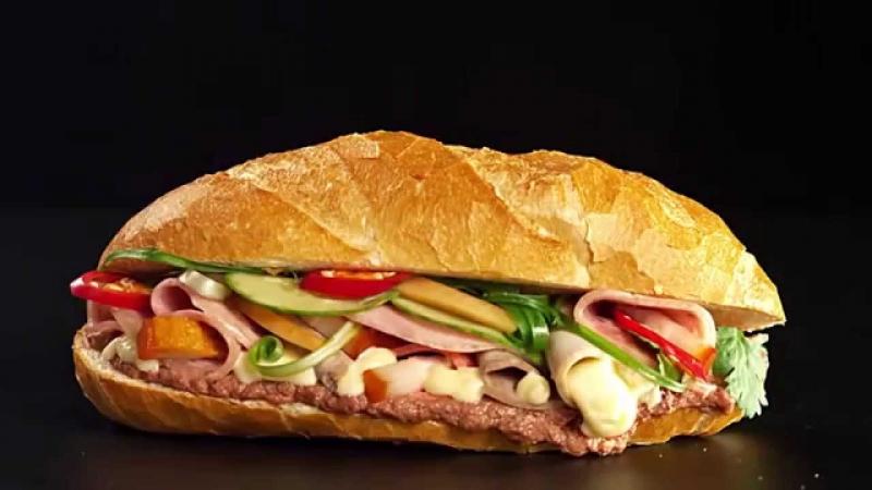 Bánh mì kẹp thịt hấp dẫn
