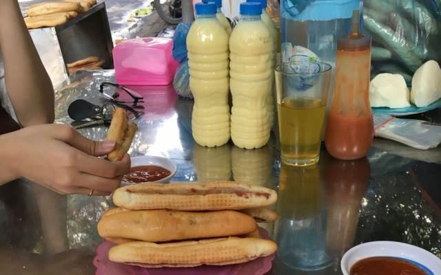 Bánh Mỳ Cay và Sữa Ngô
