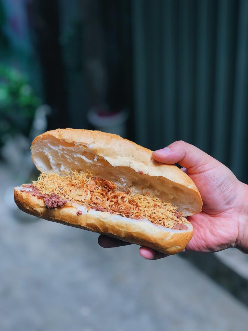 Bánh mì chà bông gà - 37, Phan Đình Phùng