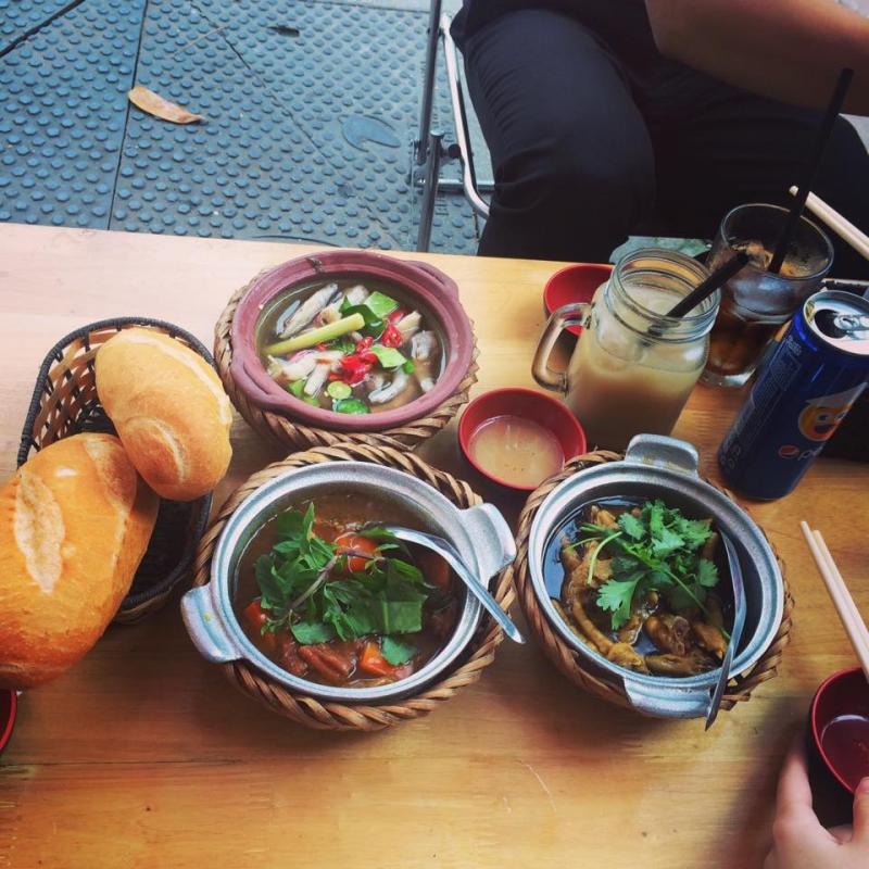 Bánh mì chân gà mật ong - Bami House Quan Trung