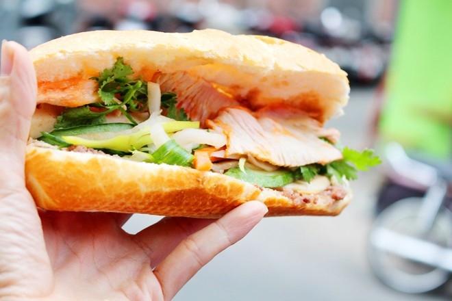 Bánh Mì Cô Lan - Đại Học Văn Hóa