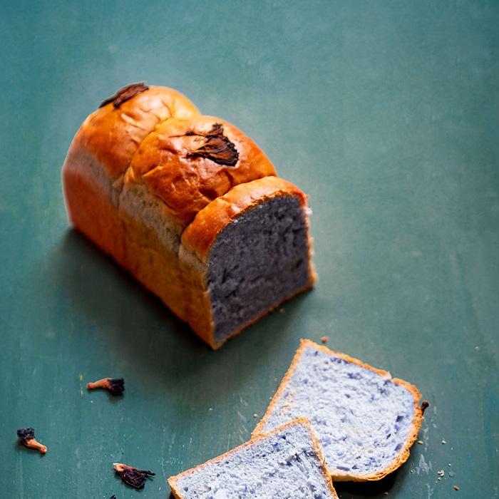 Bánh mì hoa đậu biếc