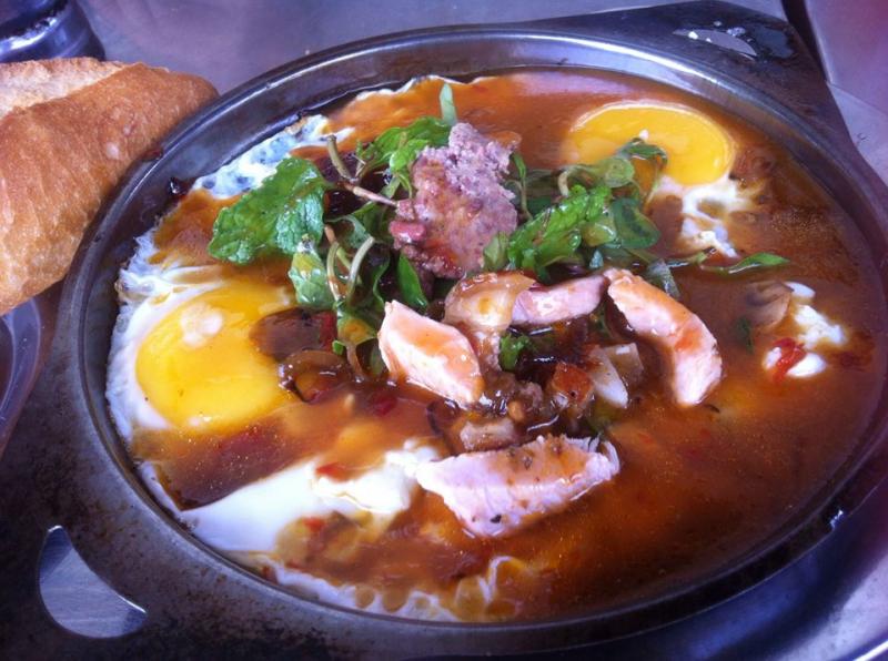 Bánh Mì Ốp La & Heo Quay - Quang Dũng