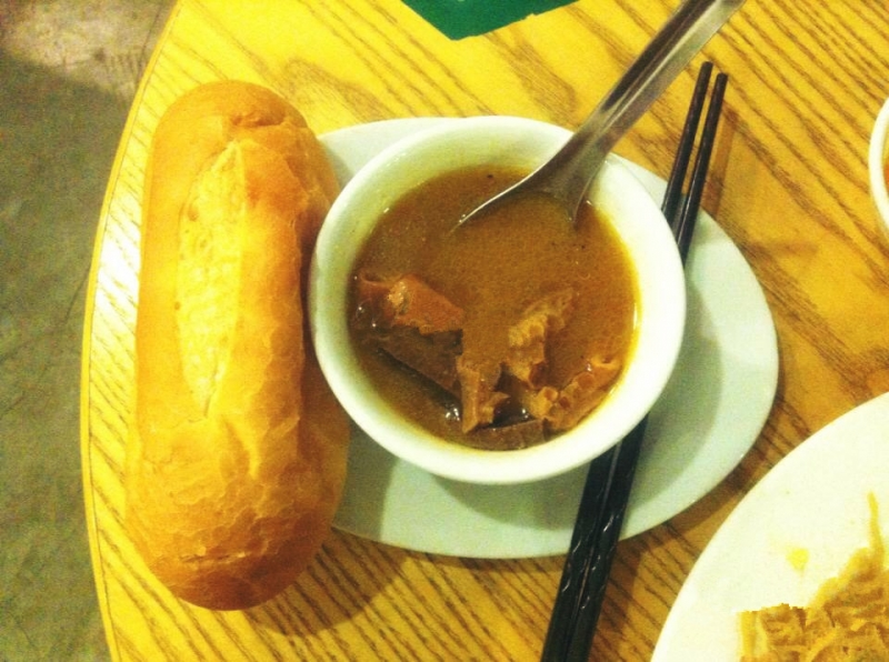 Bánh mì phá lấu Giang Văn Minh