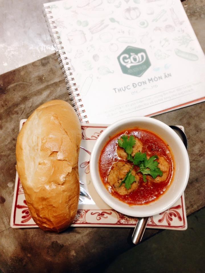 Bánh mì xíu mại Giang Văn Minh
