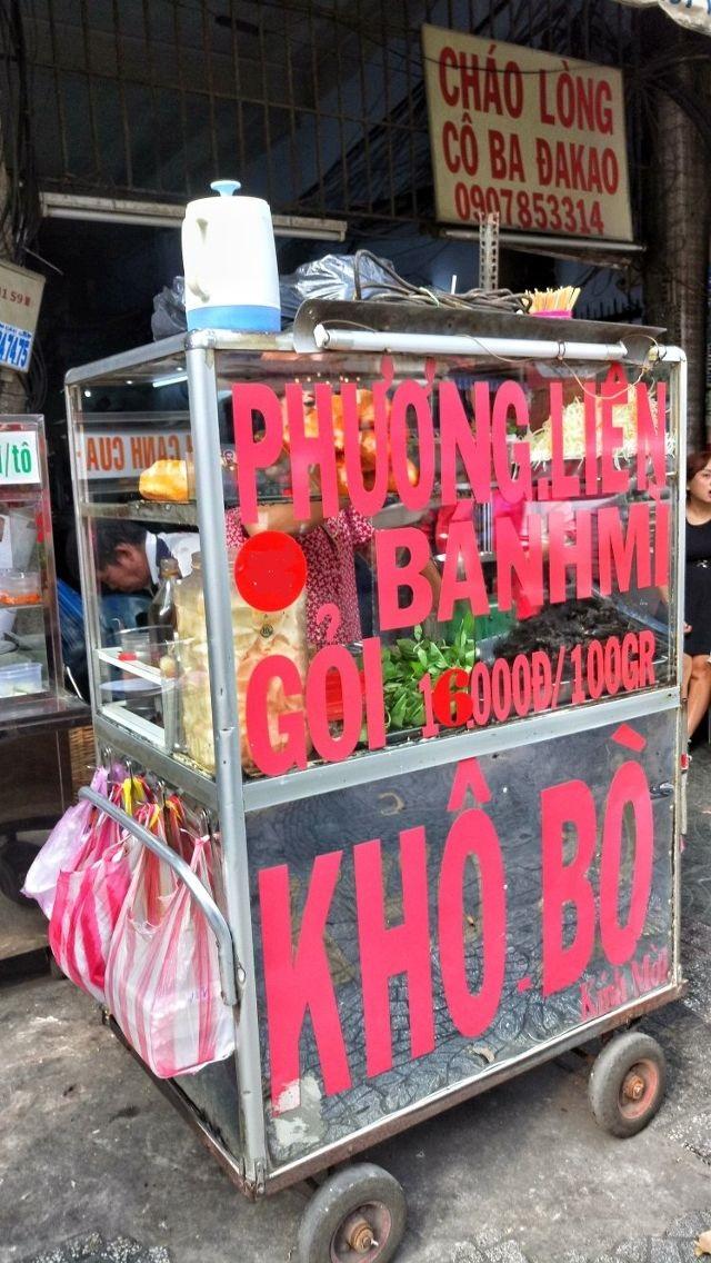 Chiếc xe bánh mì gắn liền gần 20 năm với người Sài Gòn