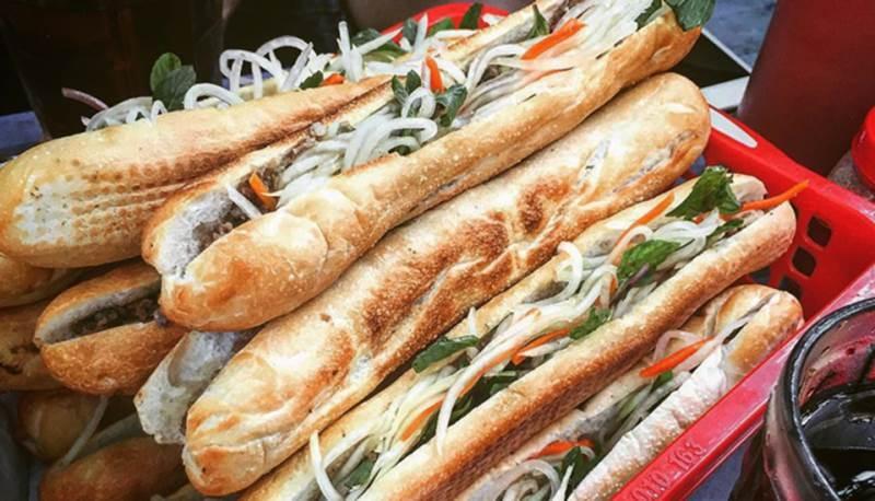 Những chiếc bánh mì que thơm ngon mang thương hiệu Tứ Hải