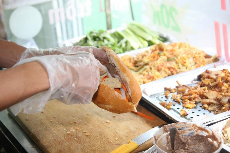 Những chiếc bánh mì Tân Tiến thơm, ngon đến miếng cuối cùng