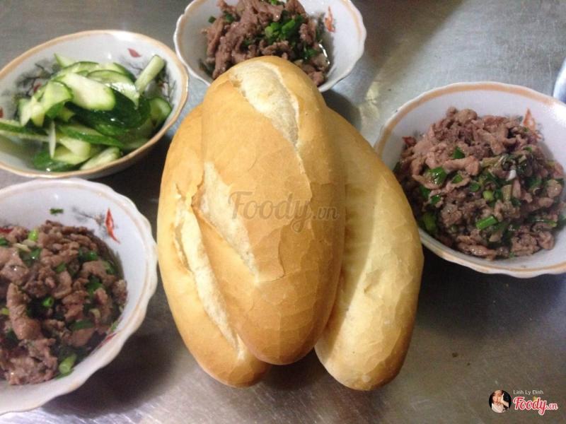 Bánh mì thịt bò xào