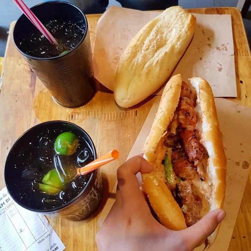 Bánh mì thịt xiên nướng Hoàng Đức