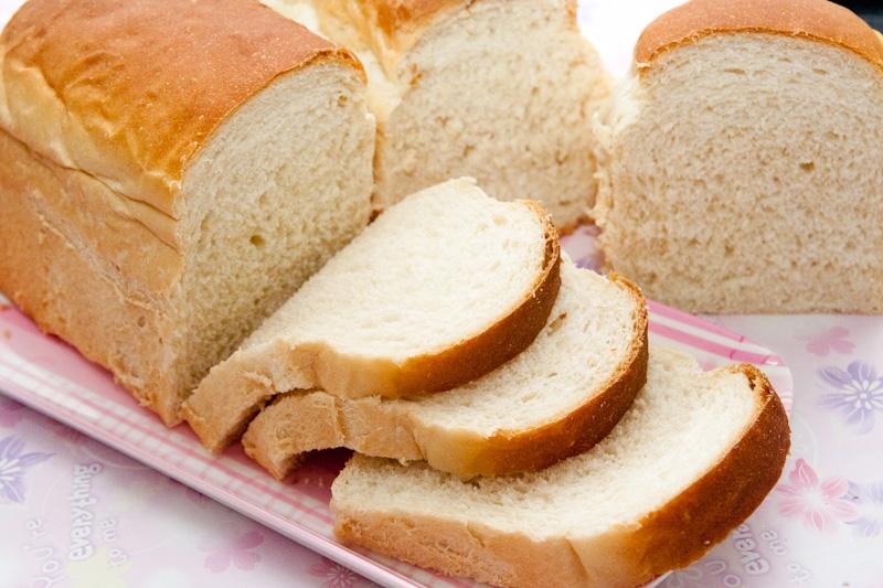 Tinh bột trong bánh mì làm tăng lượng testosterone gây mụn trứng cá