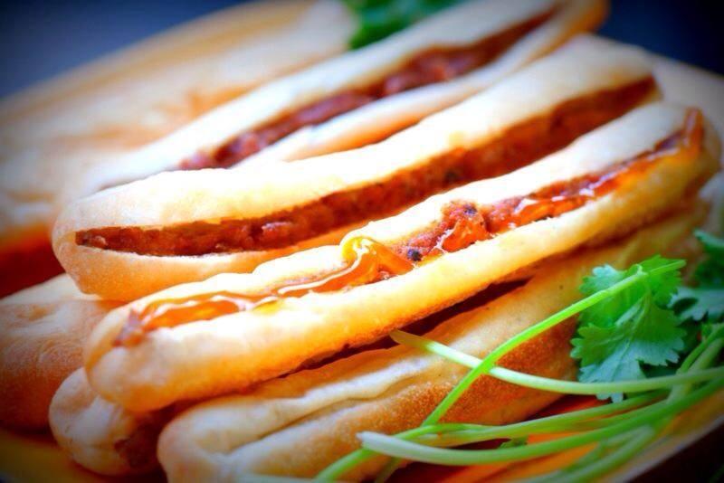 Bánh mỳ que Đà nẵng cổng trường THCS Lê Quý Đôn