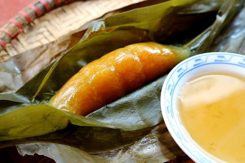 Bánh nẳng ăn cùng mật mía