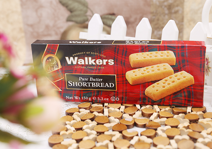 Bánh quy bơ Walkers cung cấp nhiều năng lượng, khoáng chất và các vitamin thiết yếu có ích cho cơ thể như canxi làm chắc xương, chất sắt giúp phát triển và cải thiện trí tuệ, chất xơ hỗ trợ hệ tiêu hóa...