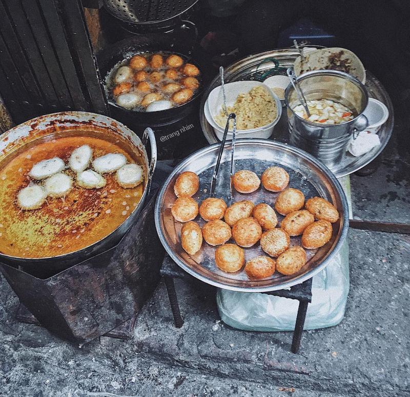Quán Bánh Rán Mặn - Ngõ Chợ Đồng Xuân chuyên phục vụ cho bạn những chiếc bánh mặn.