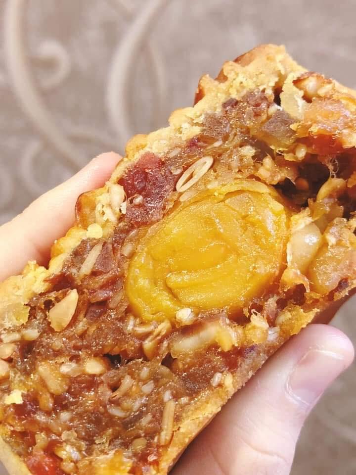 Bánh thơm ngon mềm mịn, cắn một miếng đã thấy mê luôn rồi