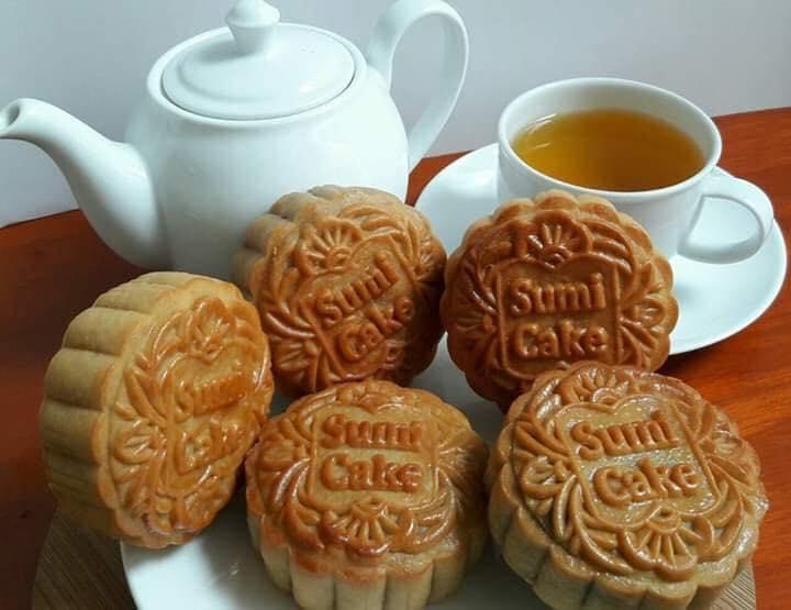 Những chiếc bánh xinh xắn được làm tỉ mỉ, trang trí công phu mang trọn tâm huyết của người làm ra chúng.