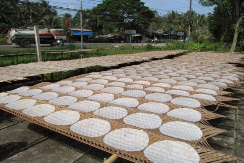 Bánh tráng Hòa Đa nổi tiếng là một thứ đồ ăn quen thuộc với người dân Phú Yên. Món đặc sản của Phú Yên này khác với bánh tráng ở một số địa phương khác ở điểm vỏ không quá dày mà cũng không quá mỏng, tráng rất vừa tay