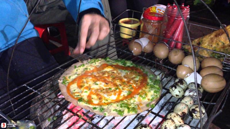Bánh tráng nướng mắm ruốc trứng hành
