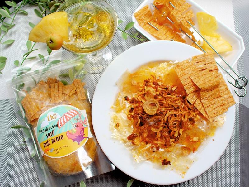 Bánh tráng sa tế ăn kèm mực bento
