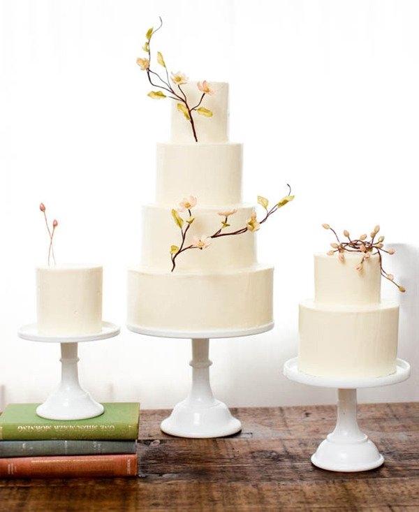 Bánh cưới đơn giản nhưng vẫn không mất đi phần hồn ngọt ngào và lãng mạn cho ngày cưới