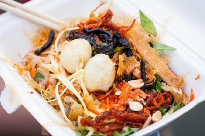 Bánh tráng trộn cổng trương Phan Chu Trinh
