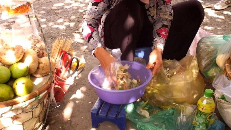 Bánh tráng không đảm bảo yêu cầu vệ sinh an toàn thực phẩm, được phơi ngoài đường, không loại trừ được giun sán.