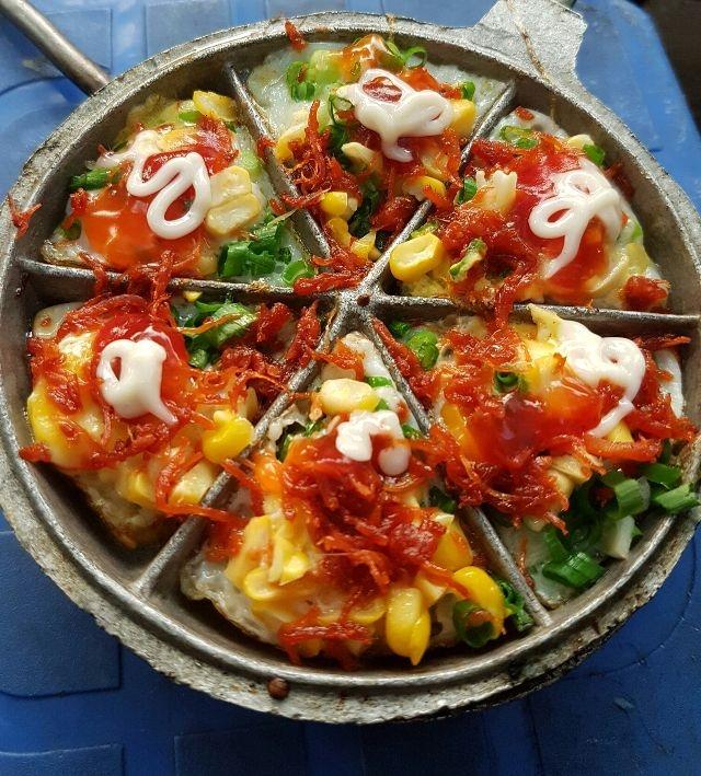 Bánh trứng cút nướng - Sân KTX Bách Khoa, Hai Bà Trưng