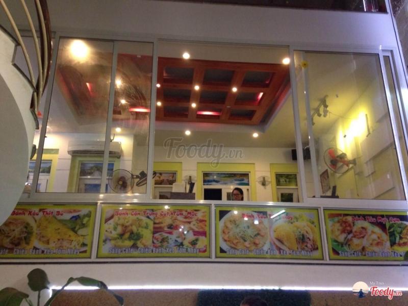 Không gian quán Bánh Xèo Tôm Nhảy Ông Hùng