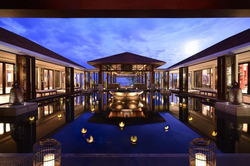 Cảnh về đêm của Banyan Tree Lăng Cô Resort - Huế